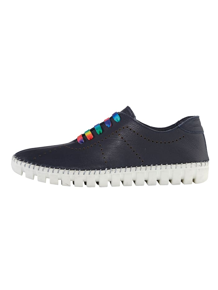 Lace-up shoes with colourful laces
