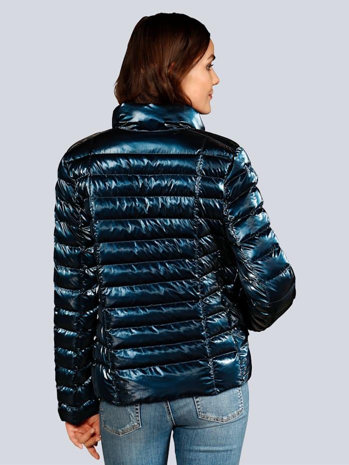 Jacke mit einer wärmenden Füllung