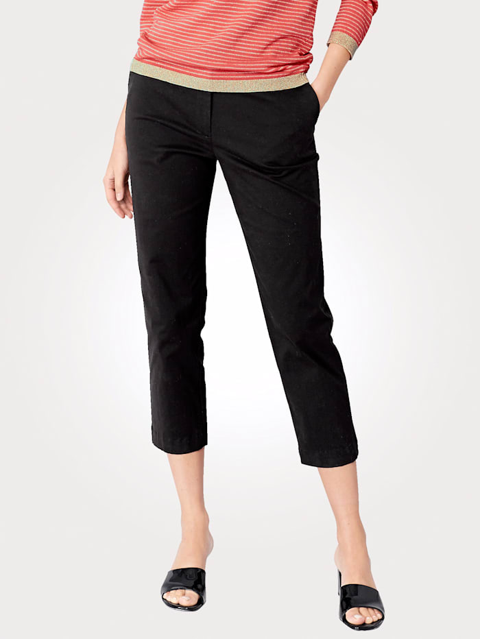 Cropped trousers made from cotton stretch fabric