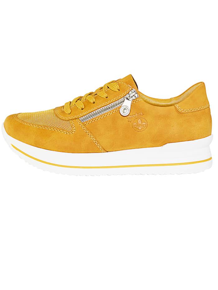 Sneakers med luftiga nätinfällningar