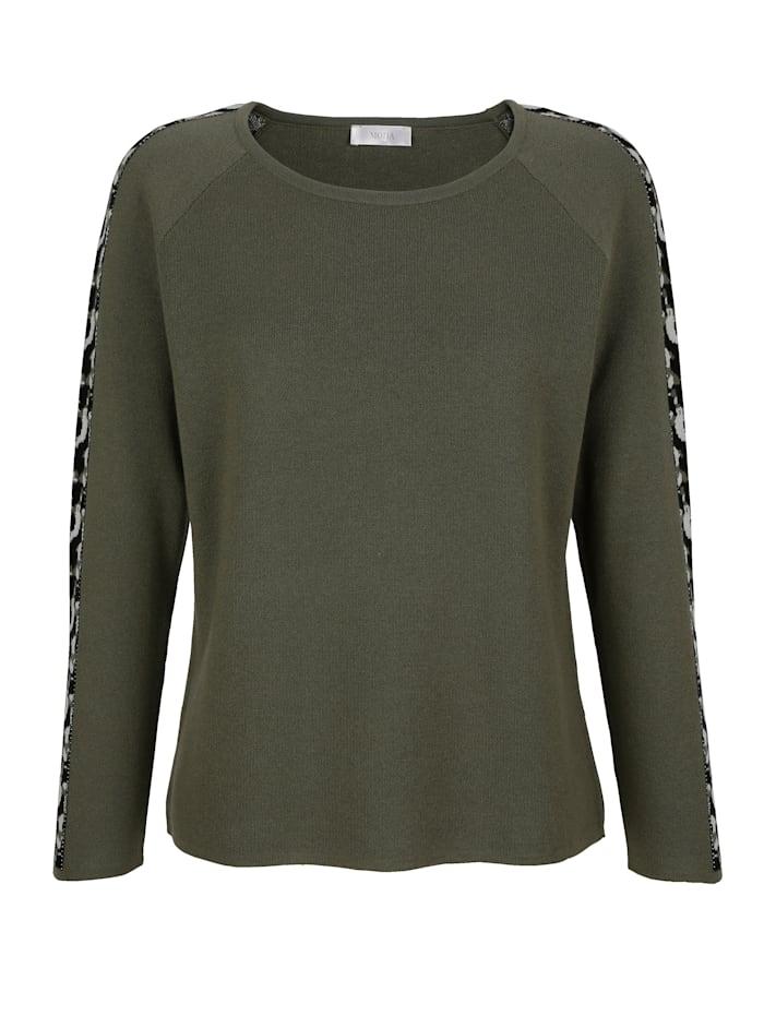 Pullover mit modischen Camouflage-Einsätzen