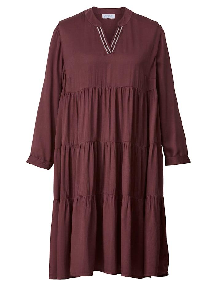 Kleid mit gerüschten Stufen