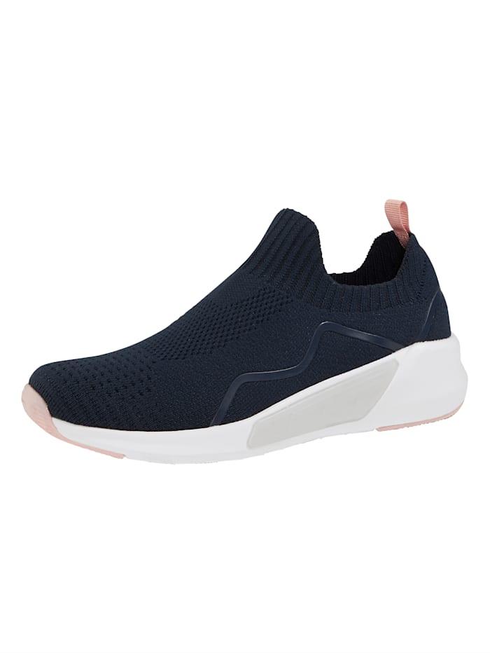 Leveälestiset kengät