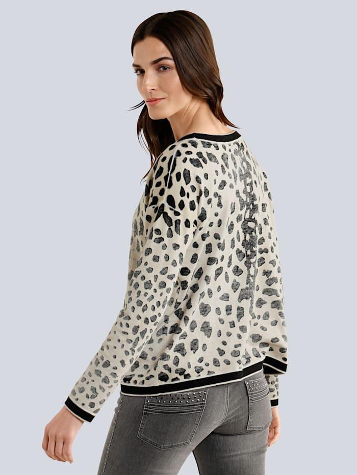 Pullover im modischen Print