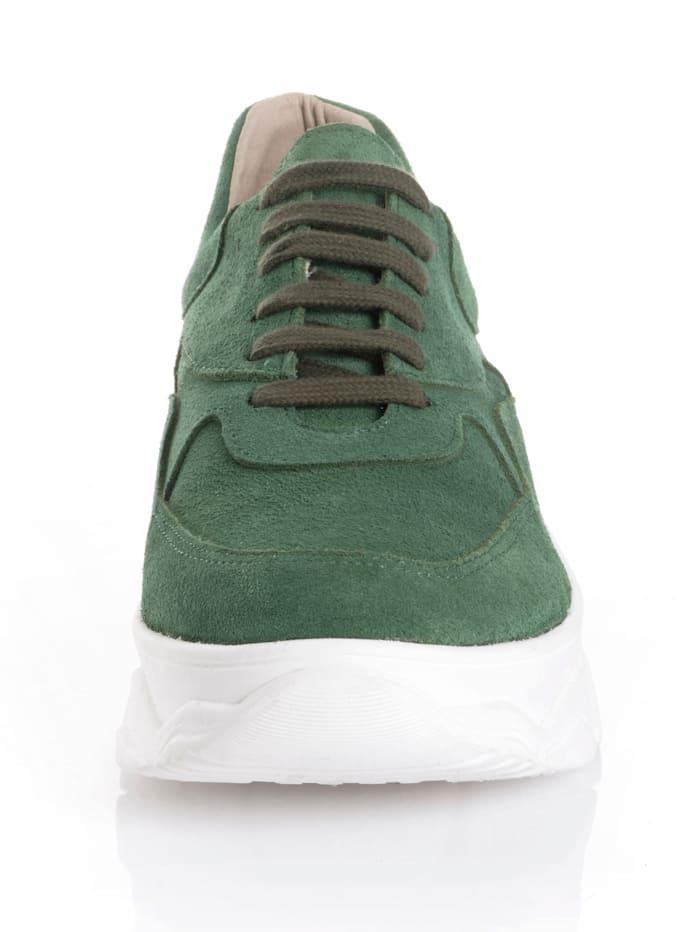 Sneaker in Trendfarbe
