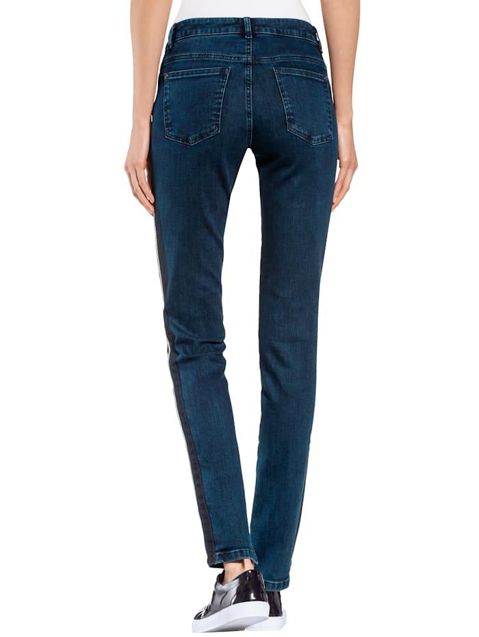 Jeans mit schmückender Seitenpaspel