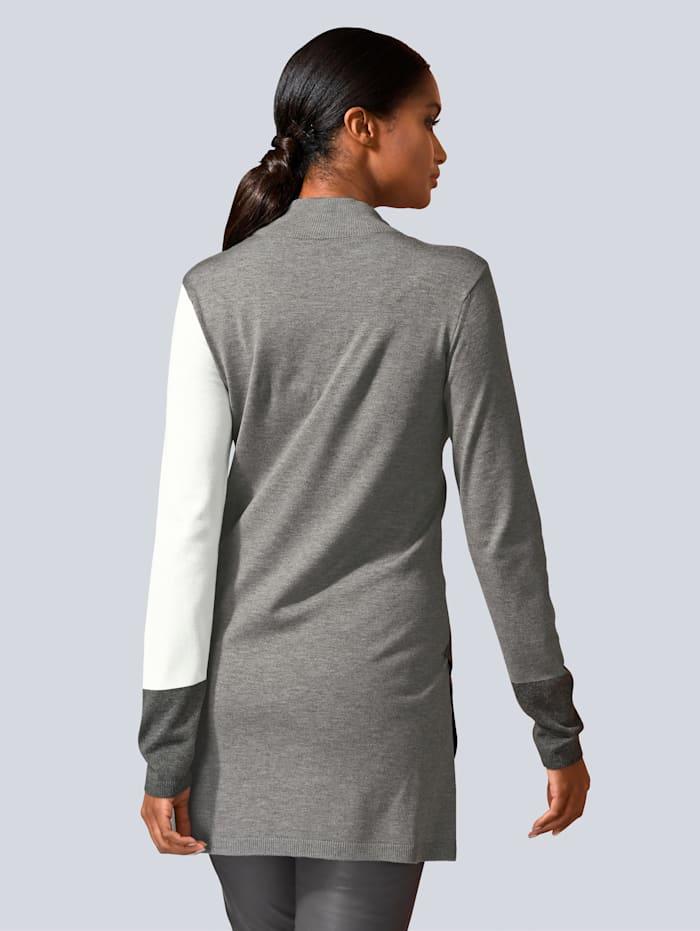 Pullover in Farbflächen gearbeitet