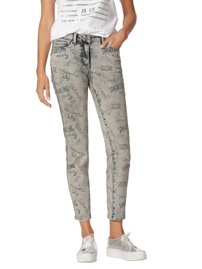 Jeans im Allover-Druck