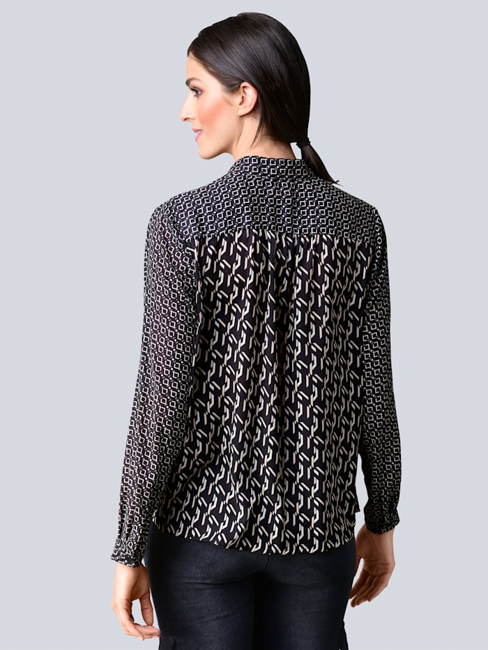 Bluse im neu designten Allover-Print
