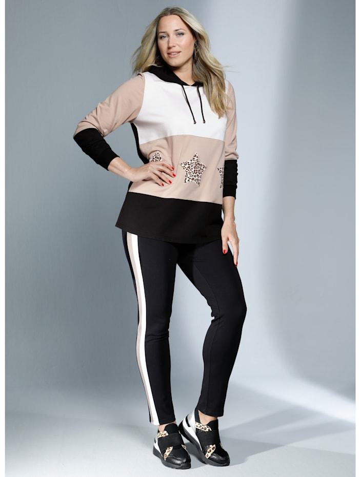 Hose mit streckenden Streifen