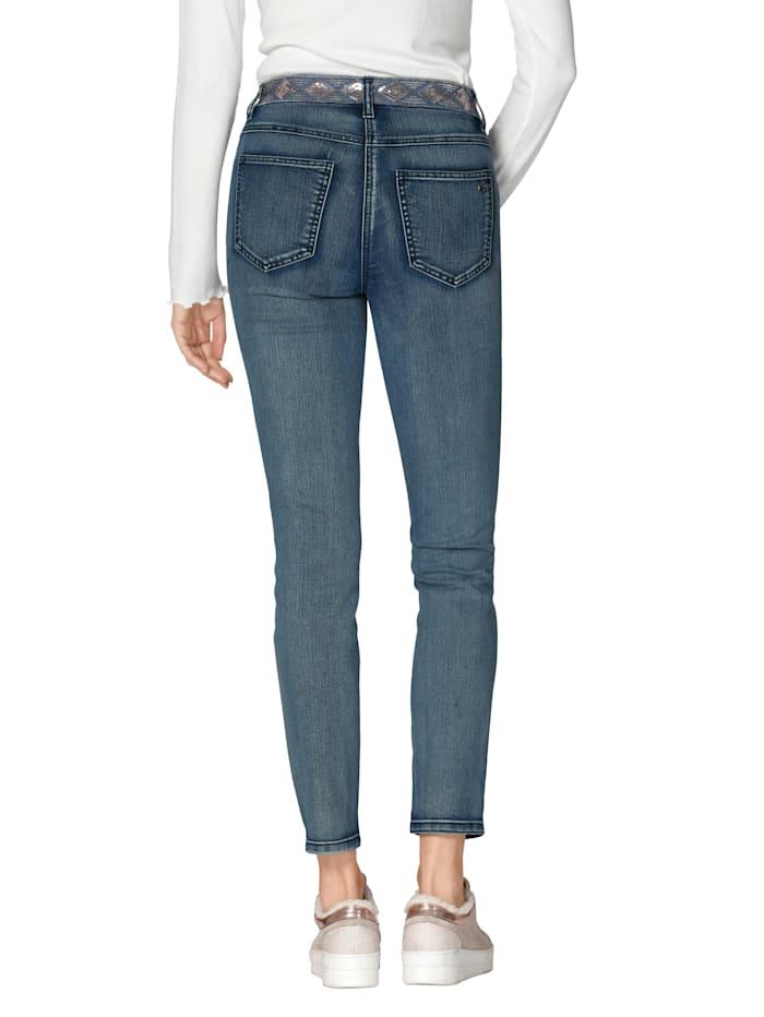 Jeans met borduursel op de zakken