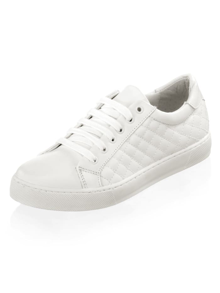 Sneaker in modischer Steppoptik