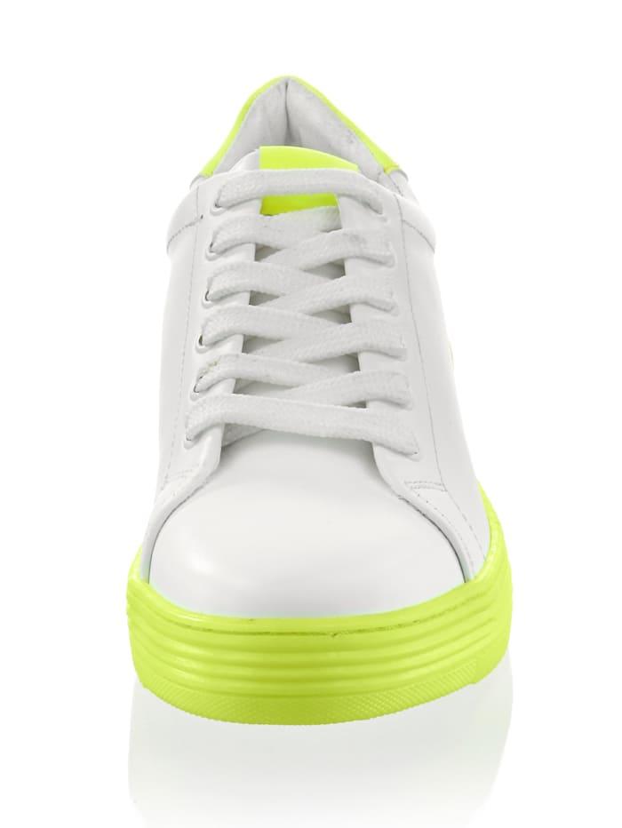 Sneaker mit Neonsohle