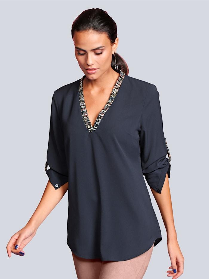 Bluse mit kontrastfarbigem Ausschnitt
