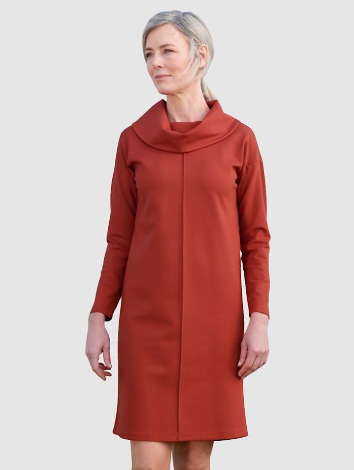 Dress In Šaty so širokým rolákovým golierom, Terra