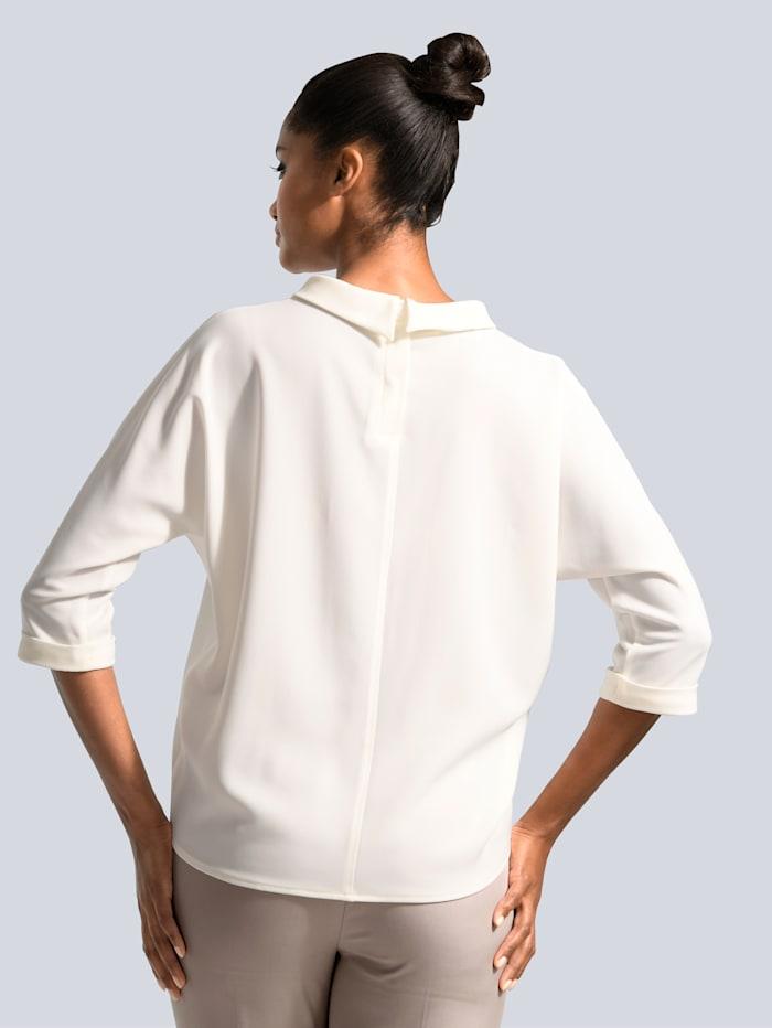 Bluse mit Kragen und kurzer Knopfleiste im Rücken