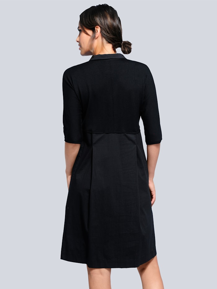 Pletené šaty s efektným mixom materiálov