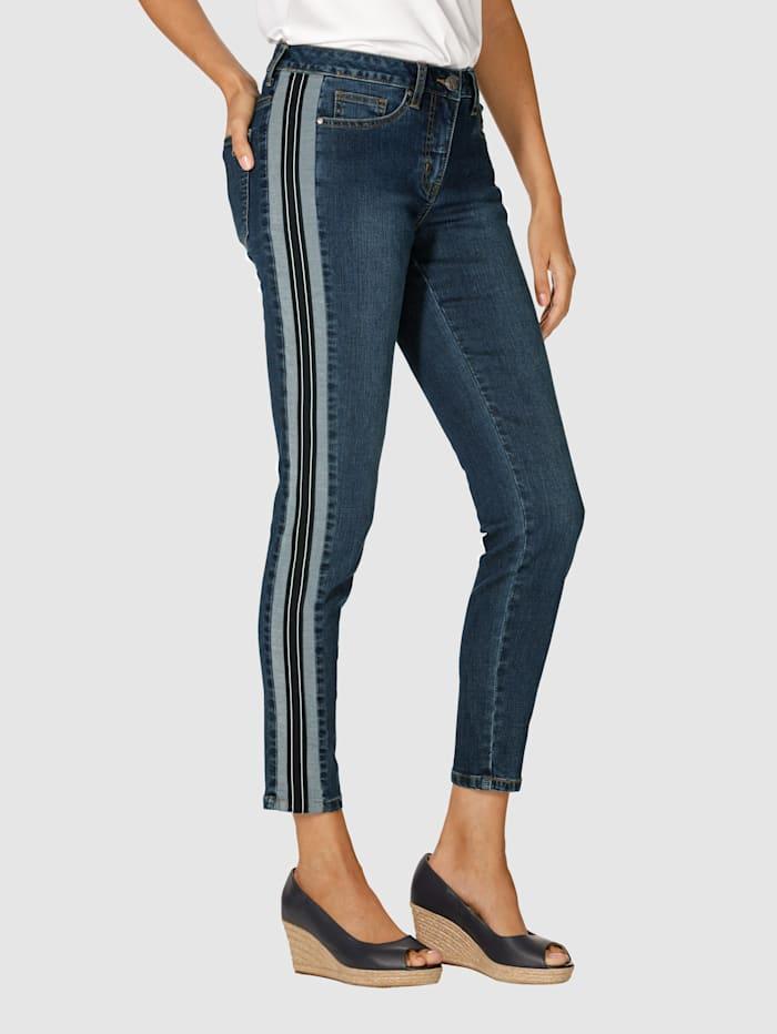 Džínsy na bokoch s dekoratívnym pásom