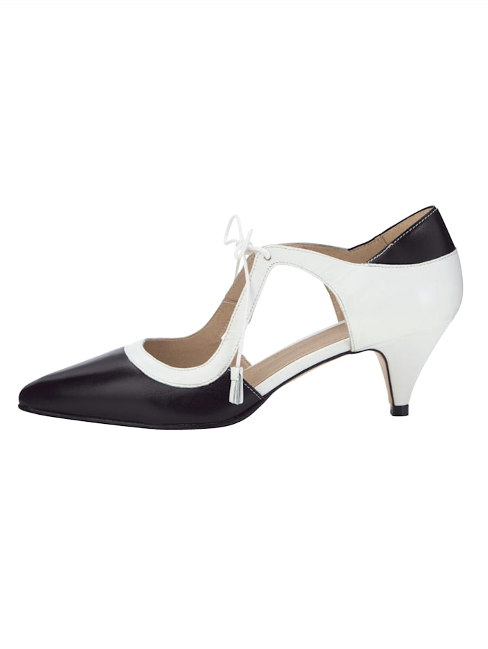Lace-up court shoes made from soft Nappa leather
