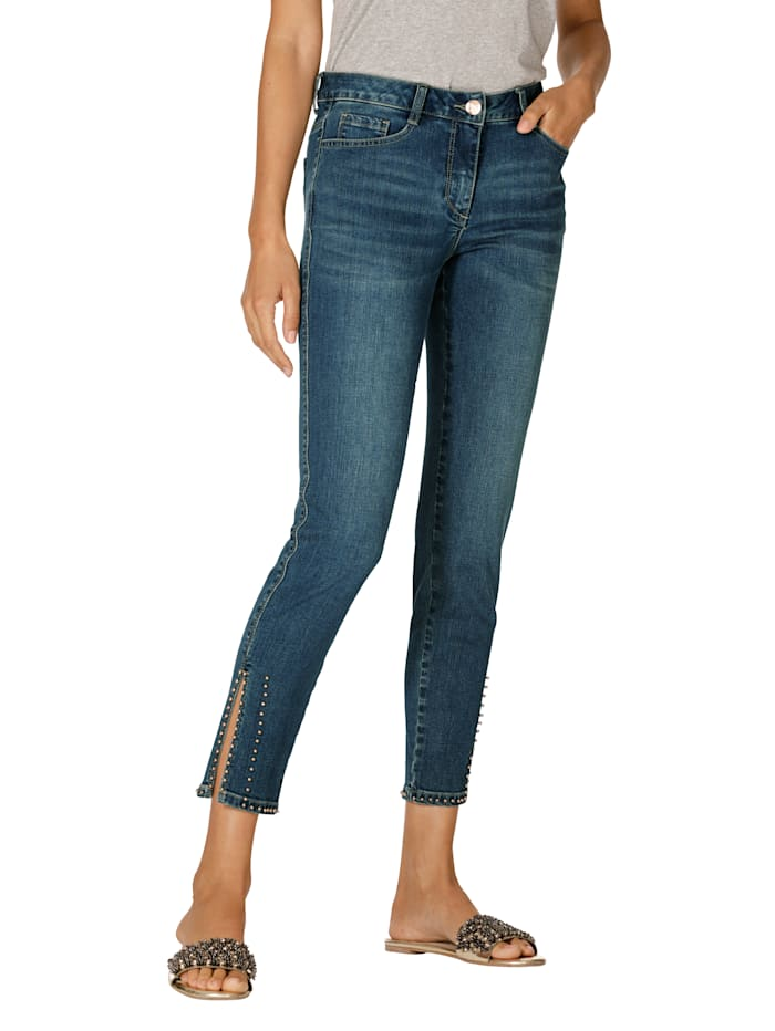 Jeans med perlepynt på benkanten