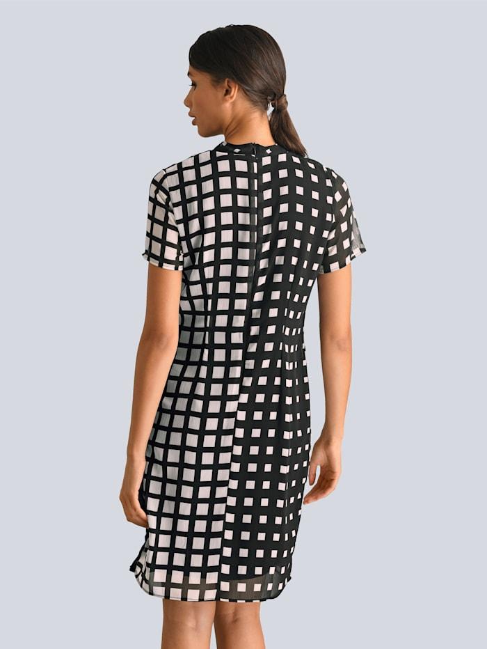 Kjole med rysjer foran