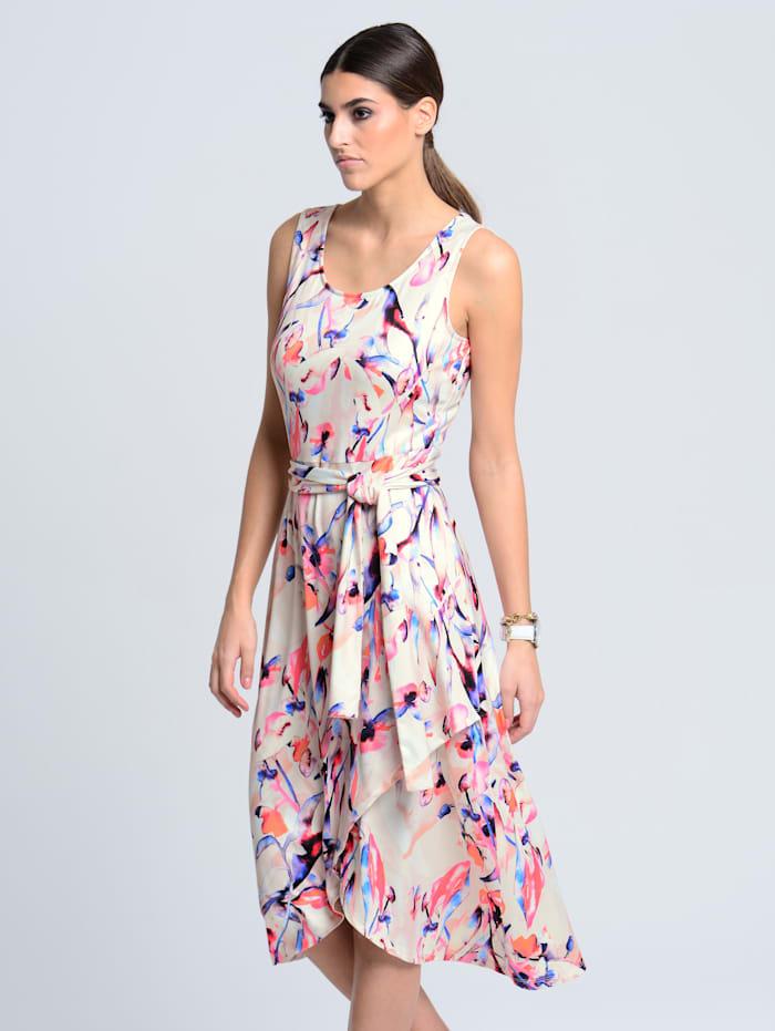 Jerseykleid mit schwingend asymmetrischem Saum