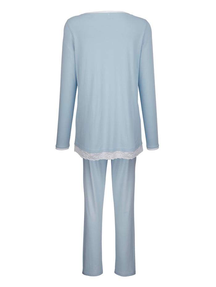 Schlafanzug mit besonderem Halsausschnitt