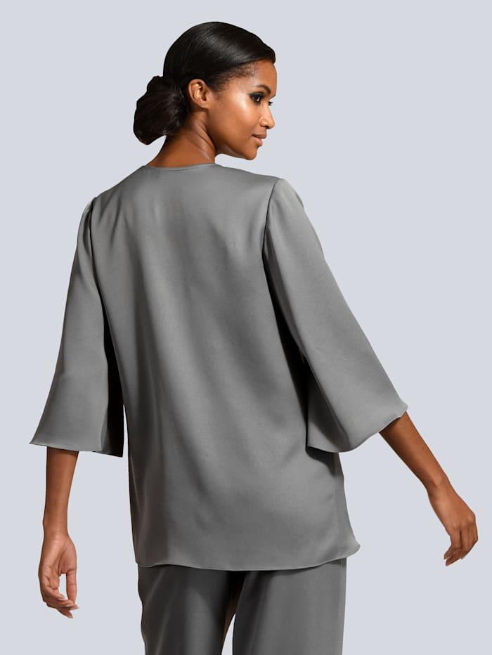 Bluse im modischen Layer-Look
