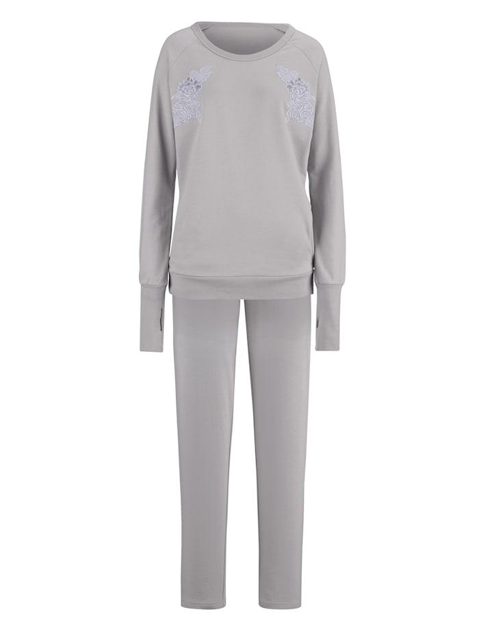 Loungewear Set with on trend raglan sleeves