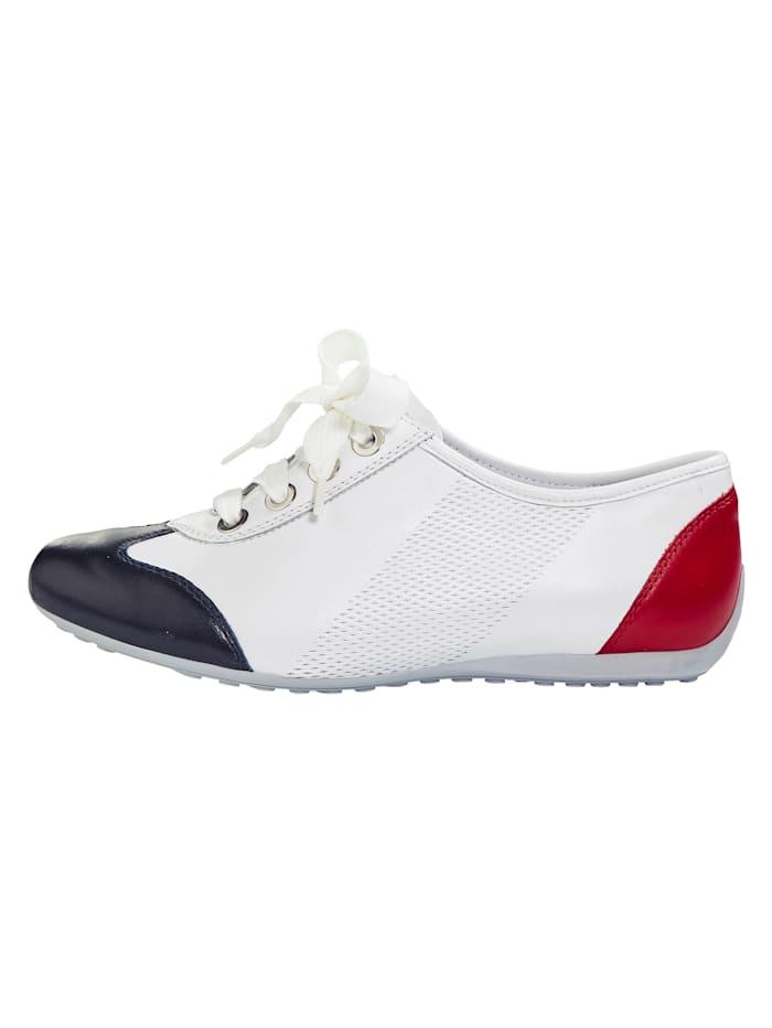 Šnurovacia obuv v módnom vzhľade