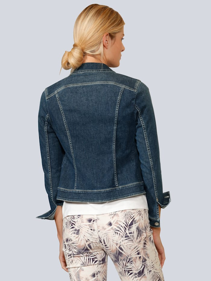 Jeansjacke in modischer Form