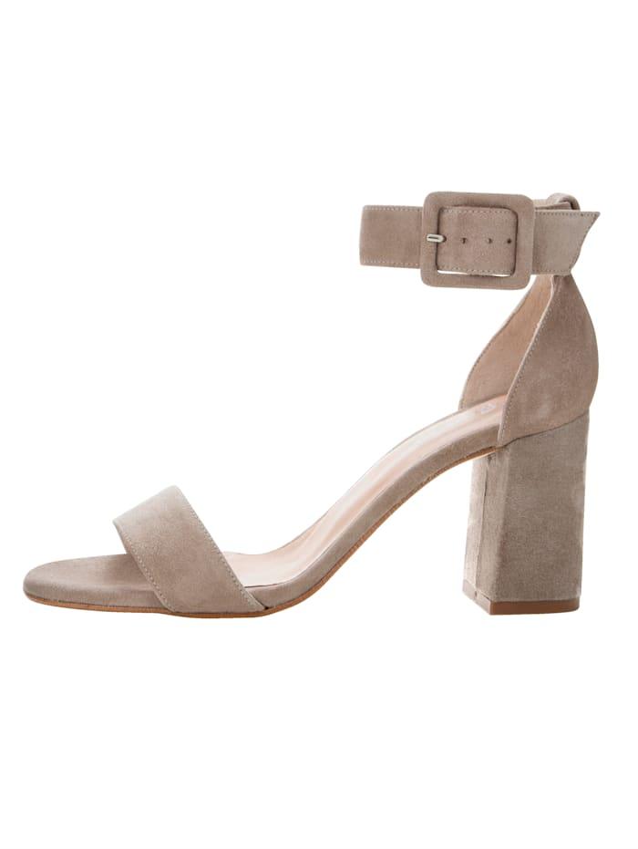 Sandaletter av getmocka