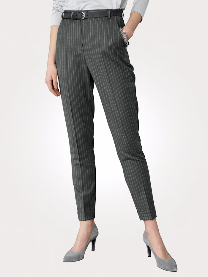 Trousers made from a wool-rich fabric