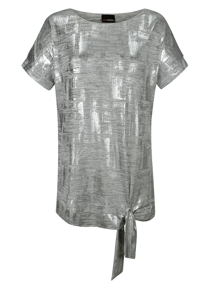 Shirt am Saum zum Binden