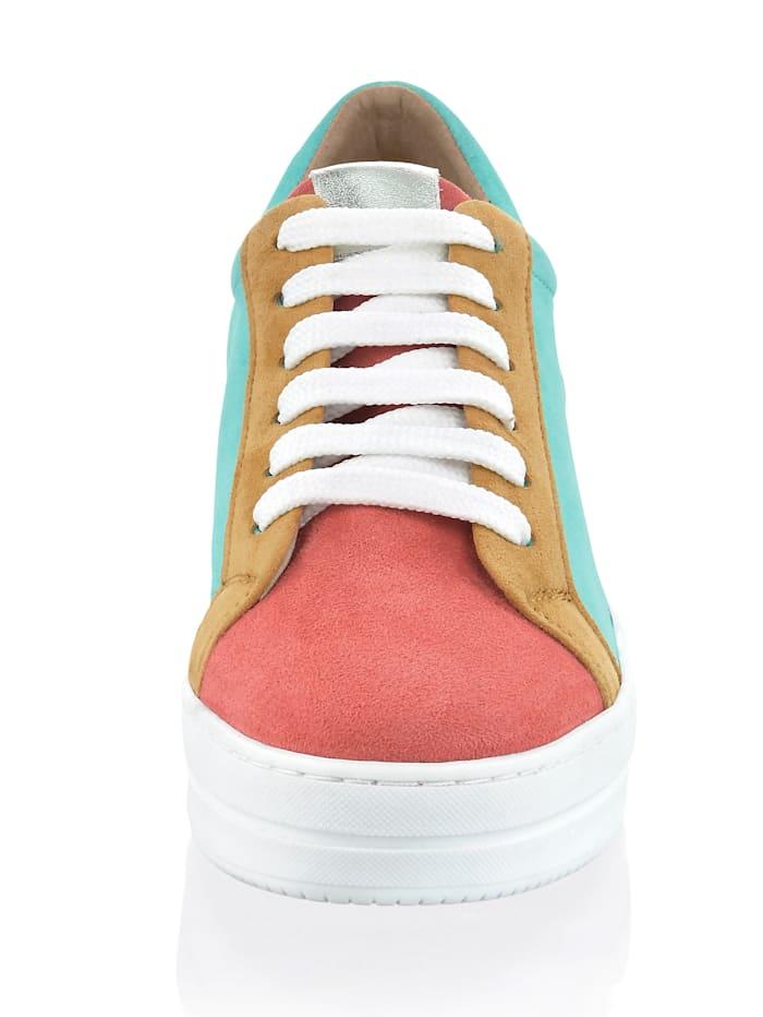 Sneaker im farbigen Patchwork
