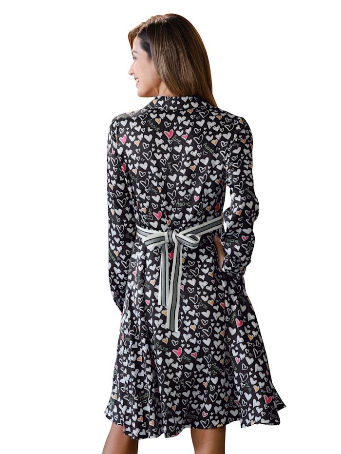 Robe-chemisier entièrement imprimée d'un ravissantmotifde coeurs