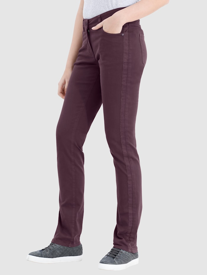 Broek in Laura Slim model