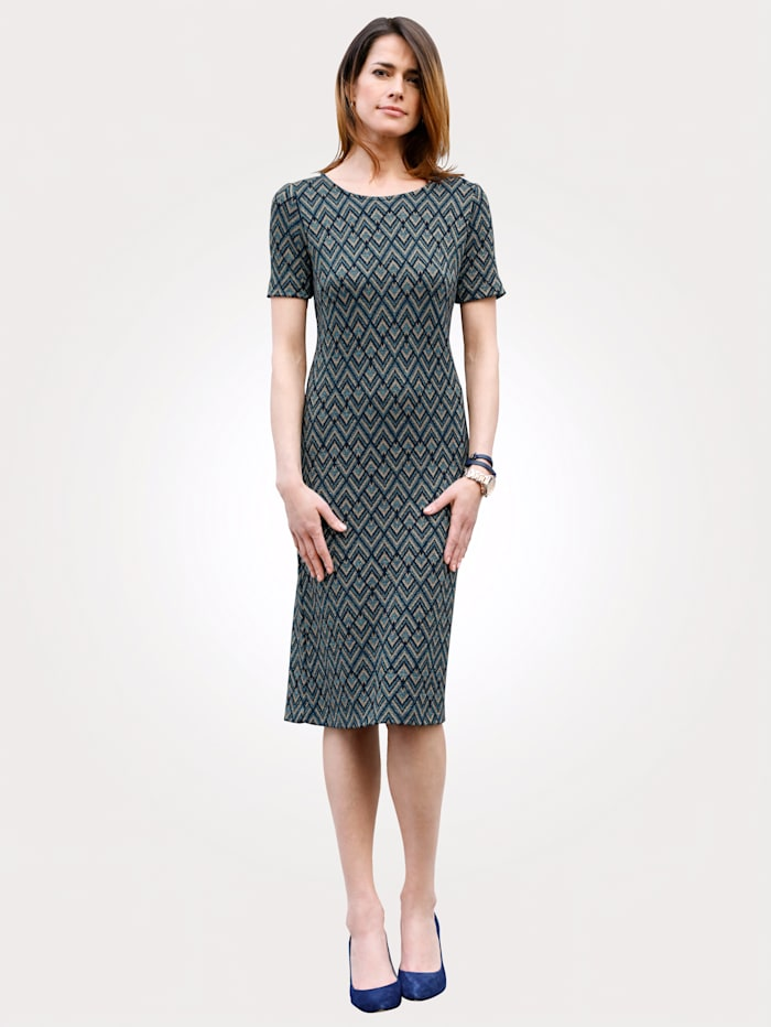 Dress in a graphic jacquard pattern