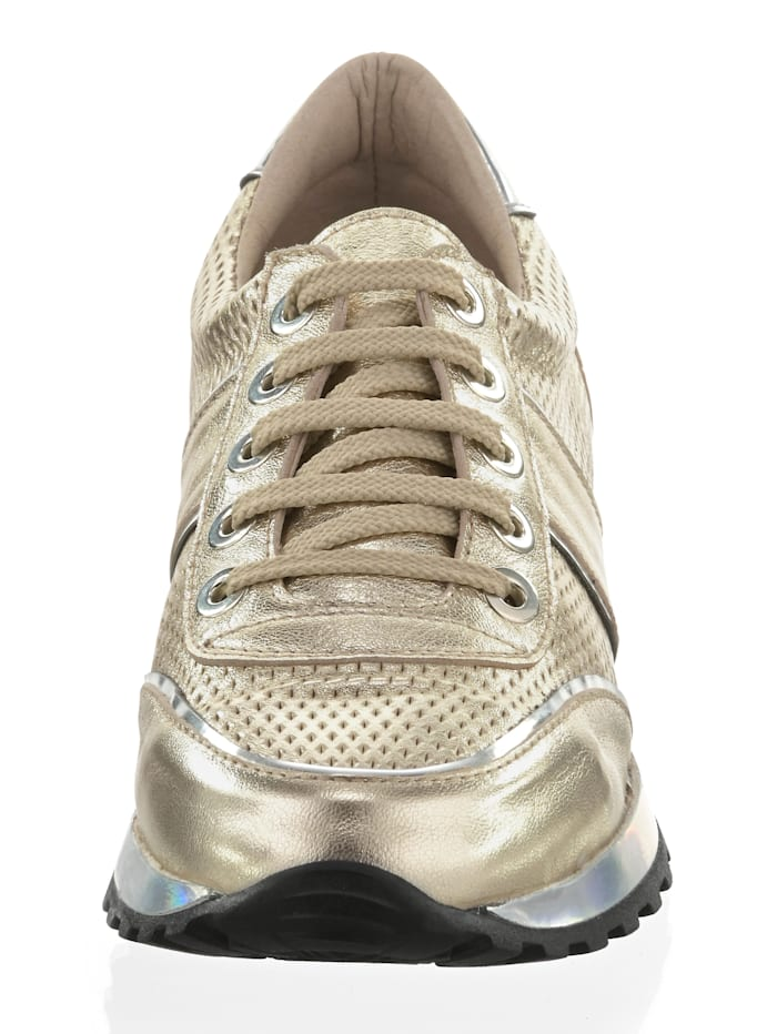 Sneaker im Metallic-Look