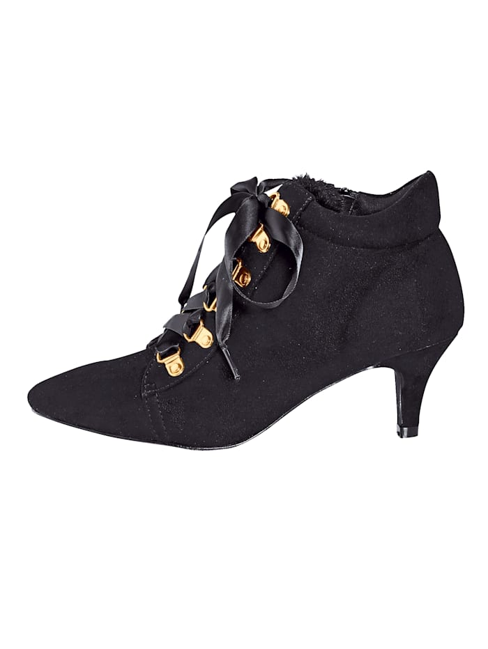 Ankle boot in puntig model