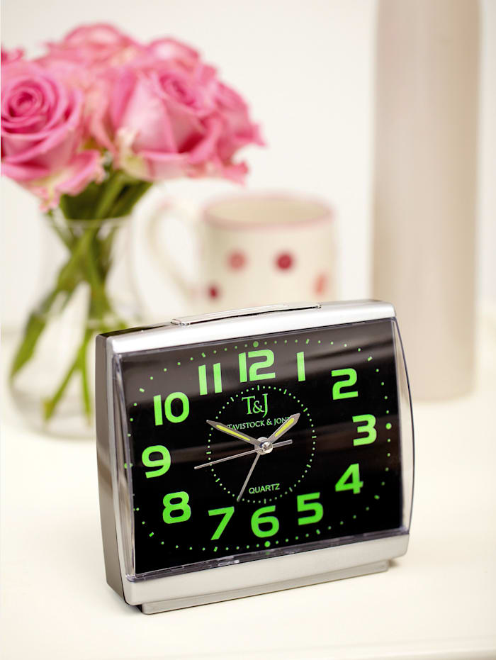 UBTC Väckarklocka med självlysande siffror . 2 stycken, Silverfärgad