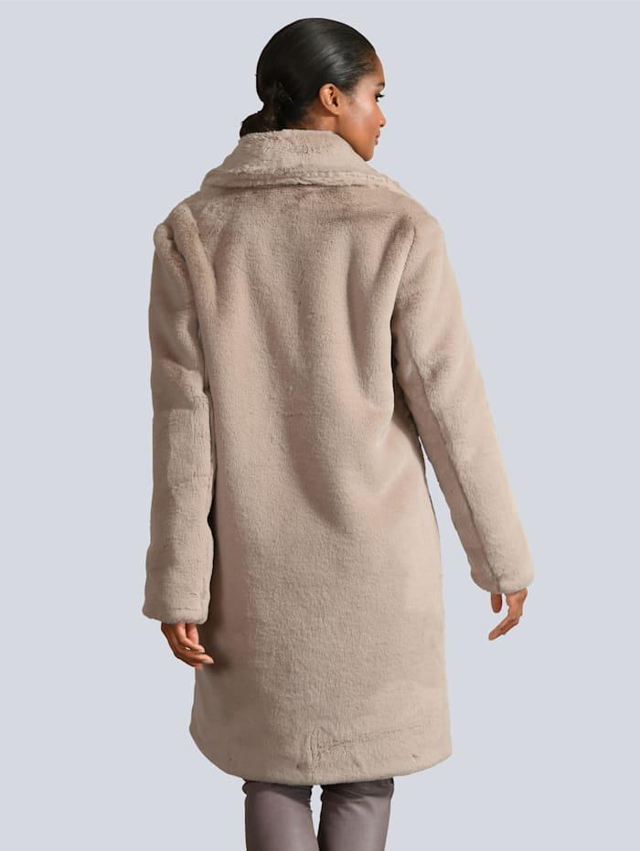 Mantel aus wunderbar weichem Webpelz