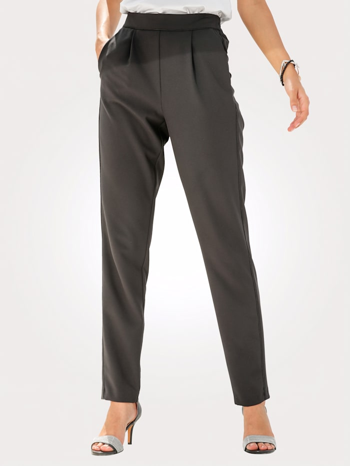 Pull-on trousers with chic piping