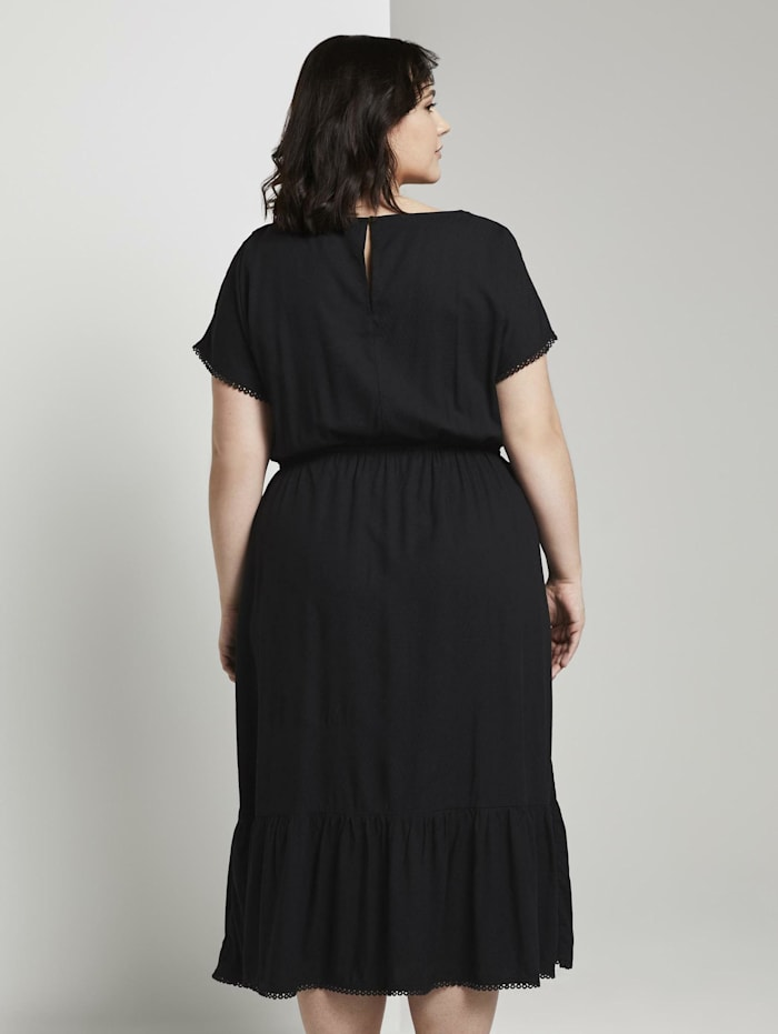 Sommerliches Kleid mit Häkel-Details