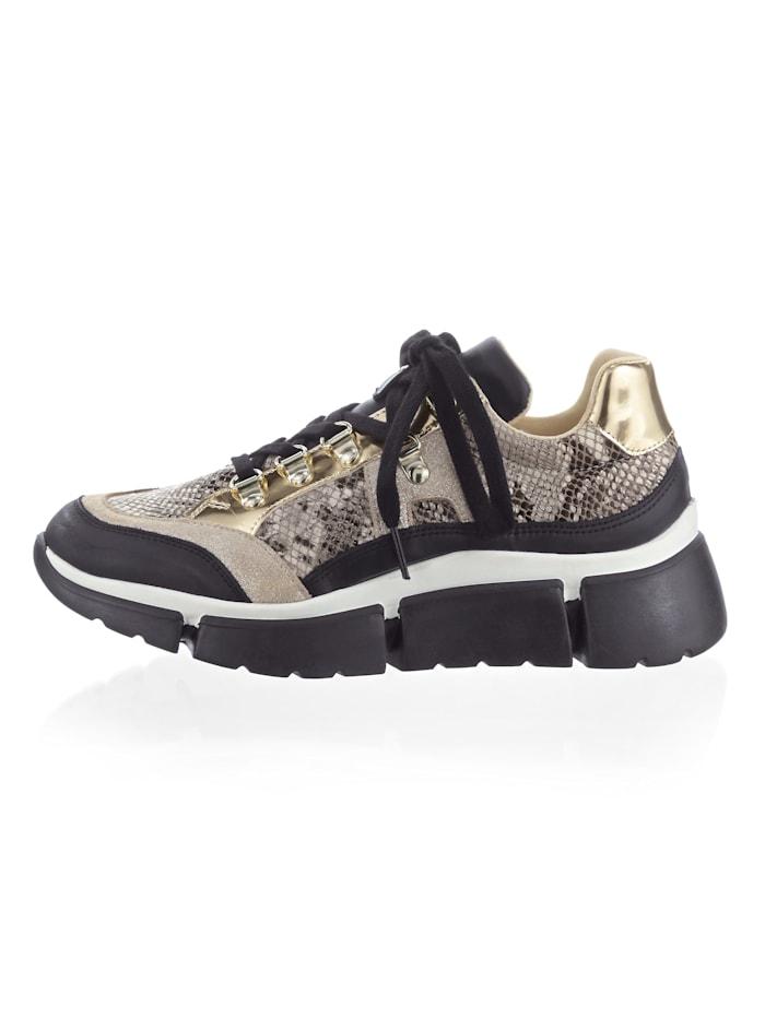 Sneaker in trendy look