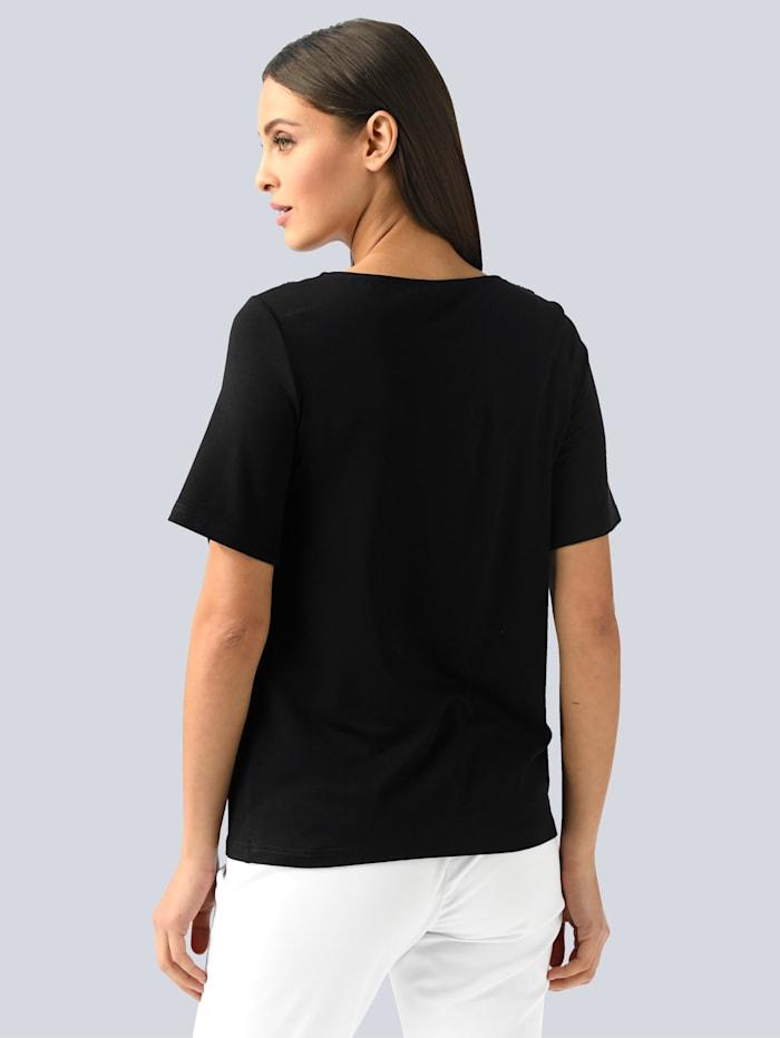 Shirt mit aufweniger Verzierung am Ausschnitt