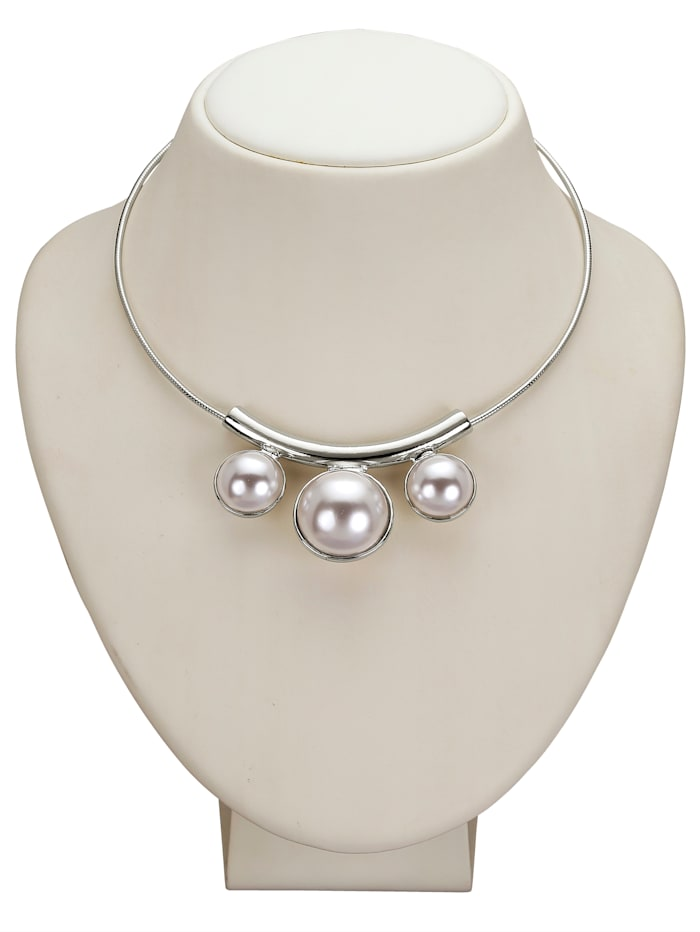 Necklace with faux-pearls