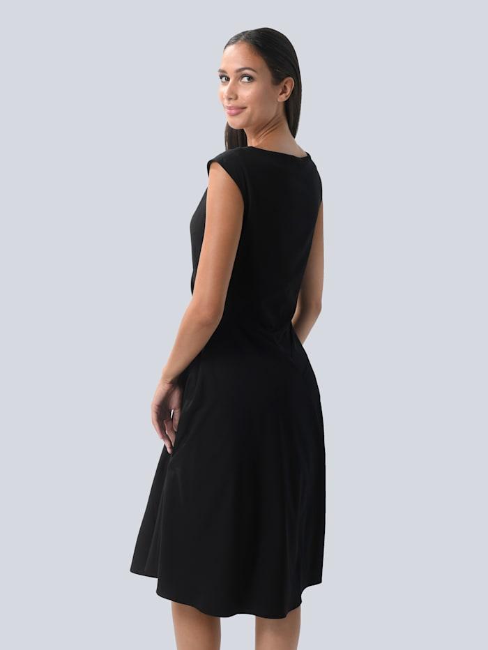 Kleid mit femininen Falten