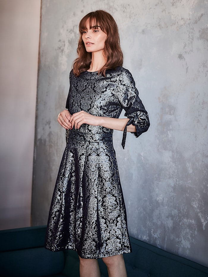 Kleid mit Brokat-Muster