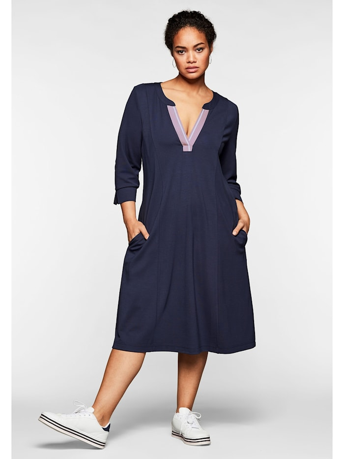 Sheego Sheego Kleid mit 3/4-Arm und Kontrasttape am Ausschnitt, nachtlila
